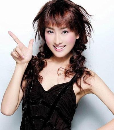 5月底,电视剧《吴承恩与西游记》举行发布会,《西游记》原班人马现身,宣布将出演这部投资4000万的36集电视剧。而剧中的女主角,将由孔令辉女友马苏担任。