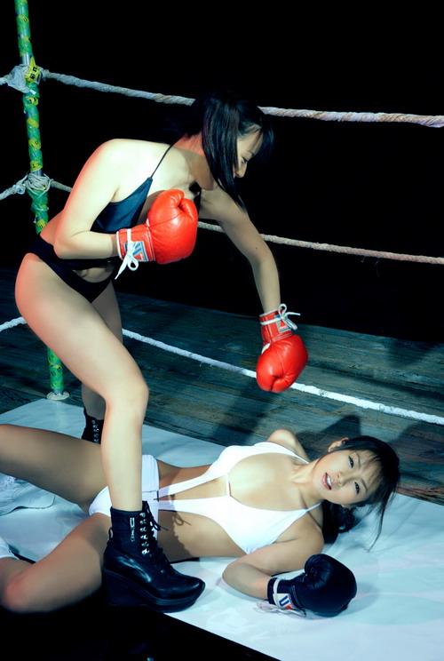 绝色美女玩拳击 爆乳装上阵诱惑十足