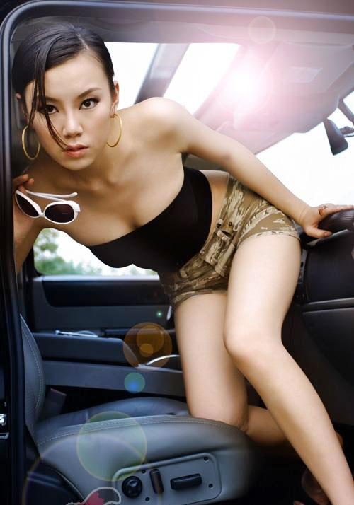 美女+好车=一幅画 绝色悍马和狐狸精组图