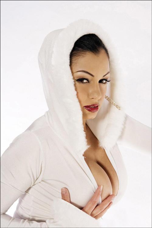 摔跤美女变身雪白妖姬