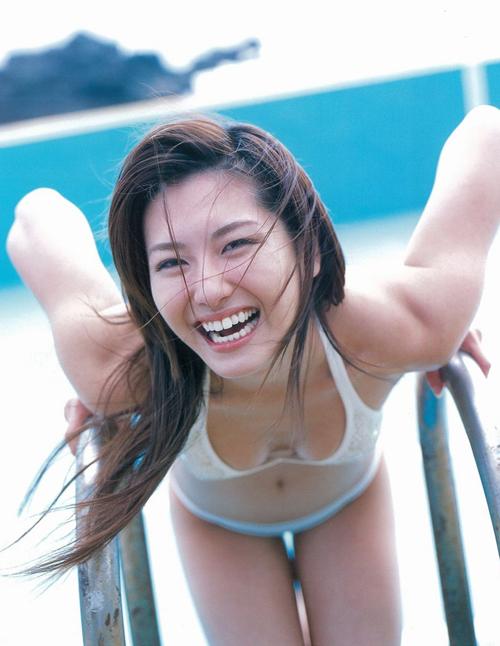 瑜伽美女沙滩健与美