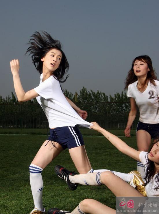 黄圣依修长美腿足球辣妹(组图)