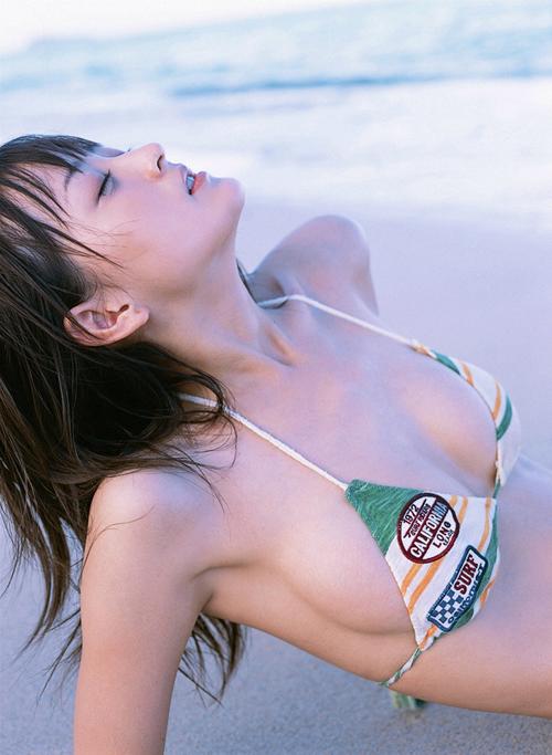 滑水少女沙滩比基尼写真