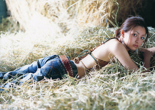 骑马少女的田野甜蜜写真