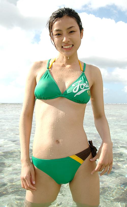 沙滩游泳美少女清纯写真