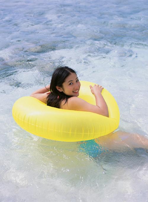 游泳大胸妹假日海边写真