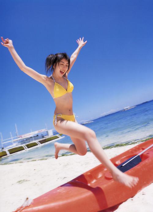 游泳美少女爆奶夏日写真