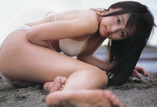 体操美女海边巨乳比基尼
