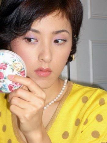 美女明星素颜化妆照 惹人心动妩媚一刻(图)