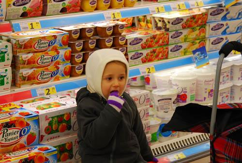 超市中吃风景的小女孩东西图片女生qq图片