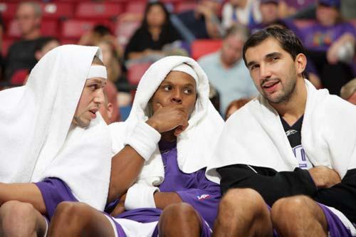 场边比显妩媚 NBA巨星扮修女图片