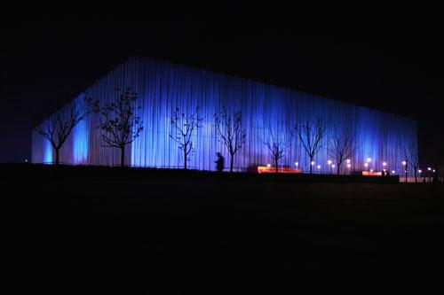 五棵松篮球馆美丽多姿 夜色下清秀的蓝色光
