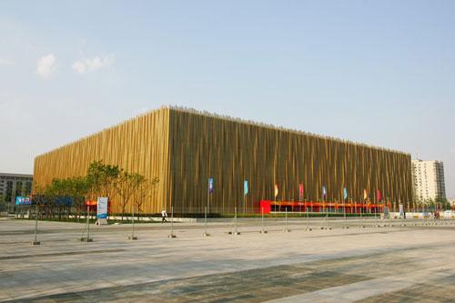 五棵松篮球馆美丽多姿 阳光下被称'金立方'