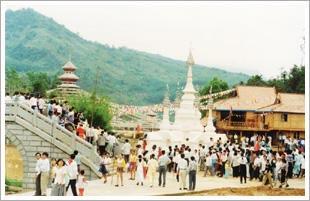 山市,是一个集各民族民居建设、 也是我国目前规模最大的民族风情