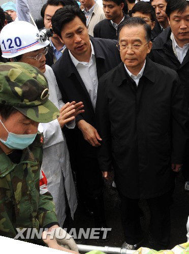 5月14日上午,温家宝总理来到地震重灾区北川县。