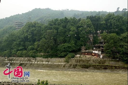 都江堰二王庙前部建筑被地震破坏。(拍摄时间 2008年5月17日) 武为民/摄影