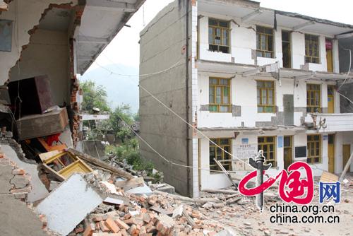 孔溪县被震毁的教学楼