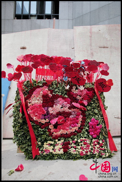 爱心涌动 汶川地震后四川驻北京办事处里忙碌的'爱'心 张旻/摄影