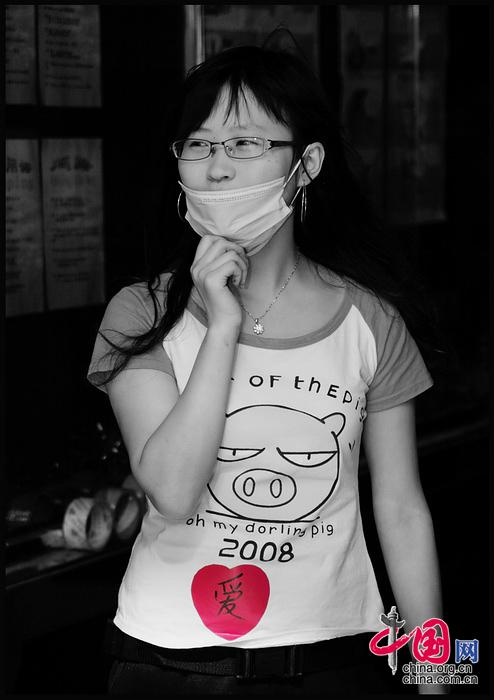 愛心涌動 汶川地震後四川駐北京辦事處裏忙碌的'愛'心 張旻/攝影
