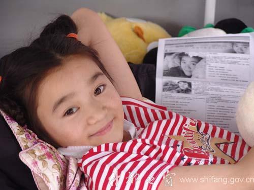"""感动千万人的""""最美微笑女孩""""唐沁找到了![组图]"""
