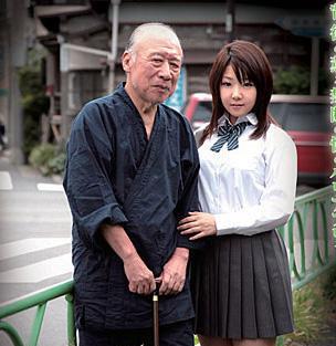 74歲的德田重男14年主演了大約350部色情片,他的名字還成為商標。