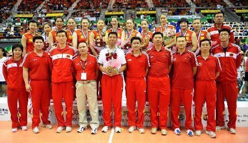 图文-香港站中国逆转意大利夺冠集体站在领奖台上