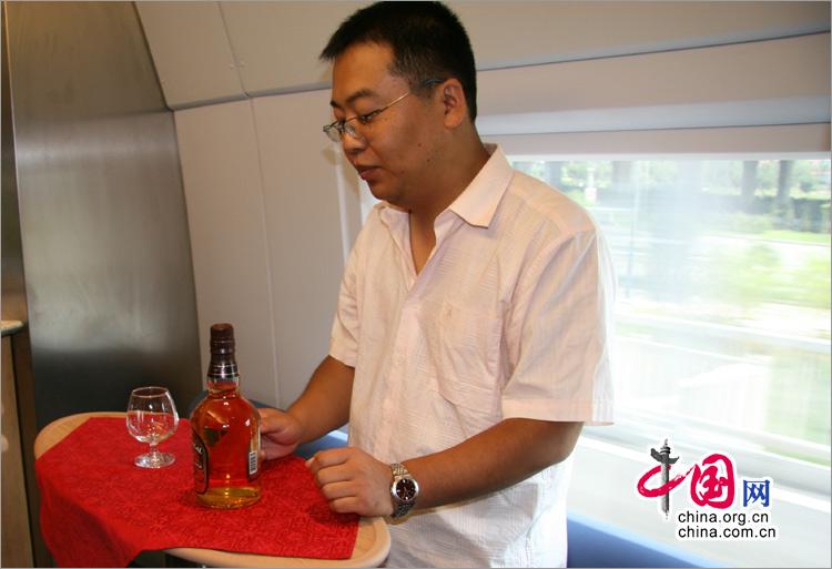 京津城際鐵路列車餐車內的吧臺,乘客可以在這裡享用酒水