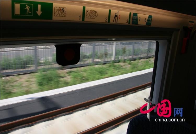 列車運作中,體驗風馳電掣般的感覺