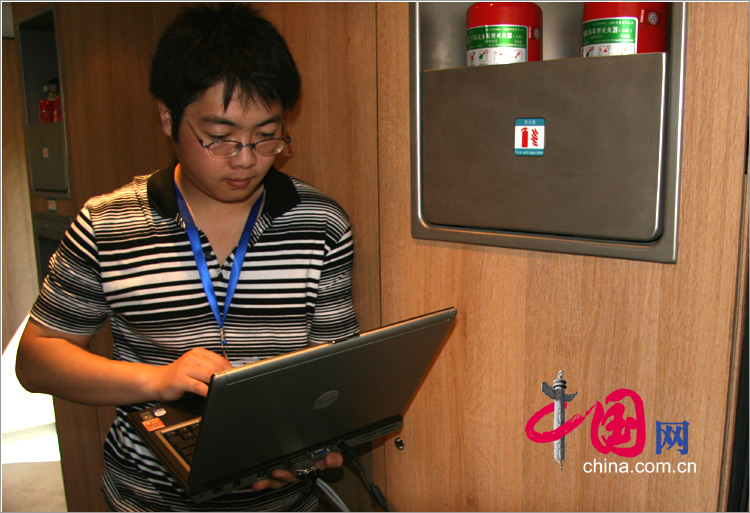 京津城際列車新體驗:乘客可以在車廂裏用電腦寬頻上網