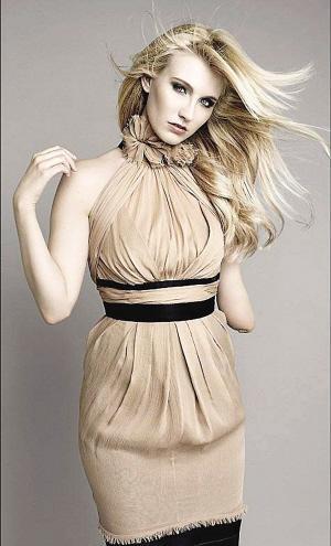 英国独臂美女成超级模特