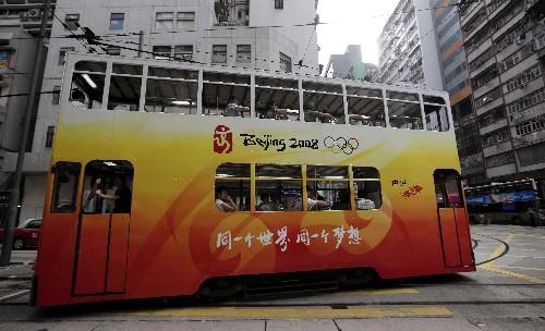 奥运会马术比赛即将开始,香港街头奥运气氛浓郁.北京奥运会