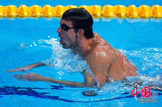美国游泳队名将菲尔普斯水立方飒爽英姿[组图