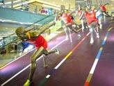 王府井商场刮起奥运风 体育人象营造奥运气氛