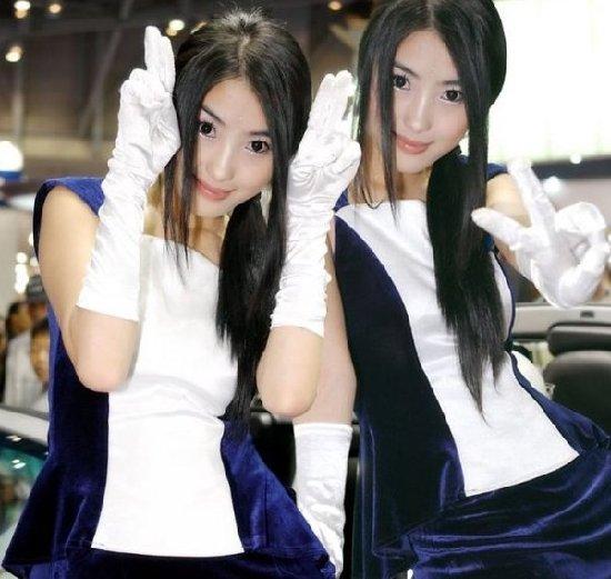 稀有动物:美女双胞胎