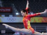 8月7日,中国女子体操队在国家体育馆进行赛台训练。