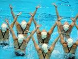 日本花样游泳队积极训练畅游水立方