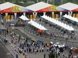 08奥运开幕式:观众接受安检准备入场[组图]