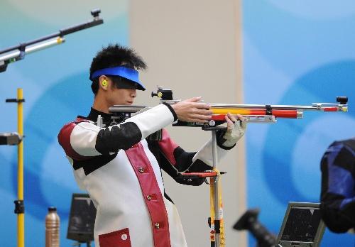 男子十米气步枪朱启南获银牌 印度选手宾德拉夺冠