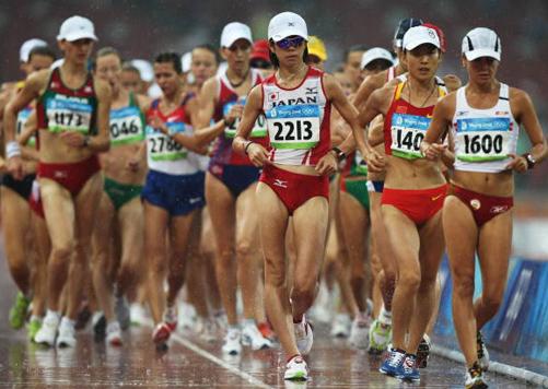开赛.图为中国时娜紧紧跟随.-女子20公里竞走图片
