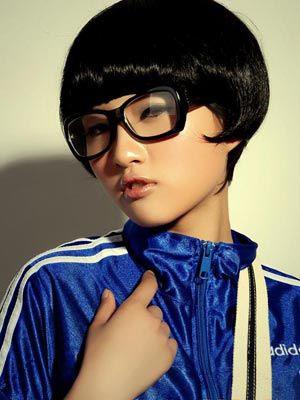 戴眼镜的女人给男人的感觉知识渊博,生活能力差.