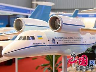 乌克兰安东诺夫设计局展示重型军用运输机[组图]