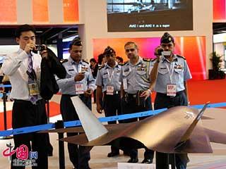 珠海航展:国产无人战机'暗剑'依然备受关注[组图]