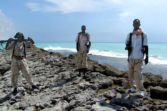 摄影师镜头下首次目睹索马里海盗真容(组图) - 视点阿东 - 视点阿东