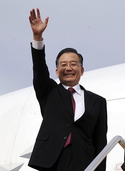 温家宝,日本福冈,日本首相,日本大使,领导人会议,中日韩,国务院总理,麻生太郎,专机,韩国总统
