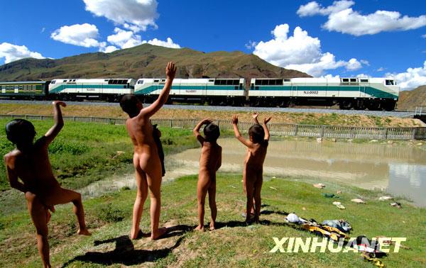 穿越风雨历程的雪域天脉——青藏铁路[组图]