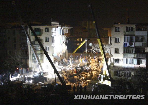 发生爆炸,乌克兰,公寓楼,克里米亚半岛,12月,救援工作,救援人员,路透,死亡,废墟