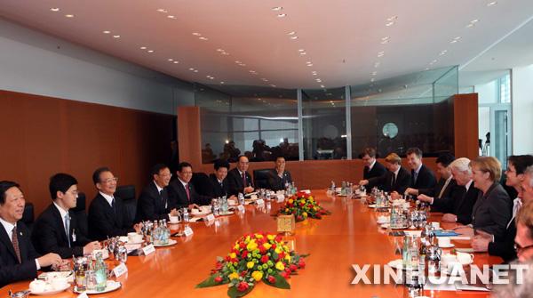1月29日,中国国务院总理温家宝在德国柏林总理府与德国总理默克尔举行会谈。新华社记者 兰红光摄