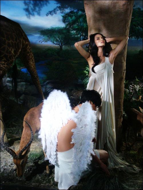 莫万丹演绎美女与野兽亲密接触大片图 中国