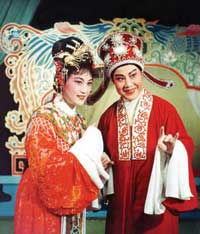 《西園記》徐玉蘭飾張繼華、王文娟飾王玉真