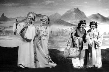 《梁山伯与祝英台》之十八相送 范瑞娟饰梁山伯、傅全香饰祝英台 1952年